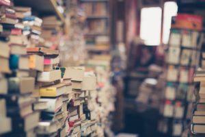 pièce tas de livres