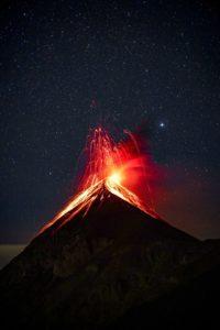 cratère volcan eruption